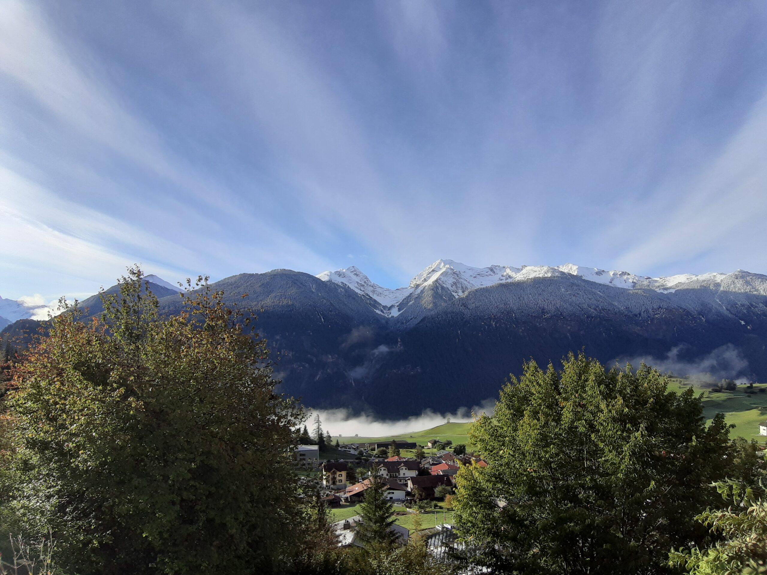 Alvaneu Sonnenaufgang und Wolken im Tal